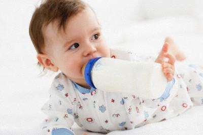 cách dùng sữa cho trẻ