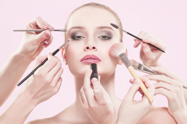Hạn chế sử dụng mỹ phẩm để điều trị nám da vơi Pure White C hiệu quả
