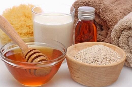 Mặt nạ chữa nám da mặt bằng mật ong và bột mì
