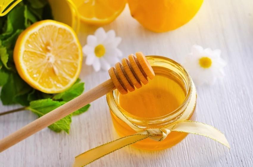 Hỗn hợp mật ong chanh là cách chữa da mặt bị nám hiệu quả
