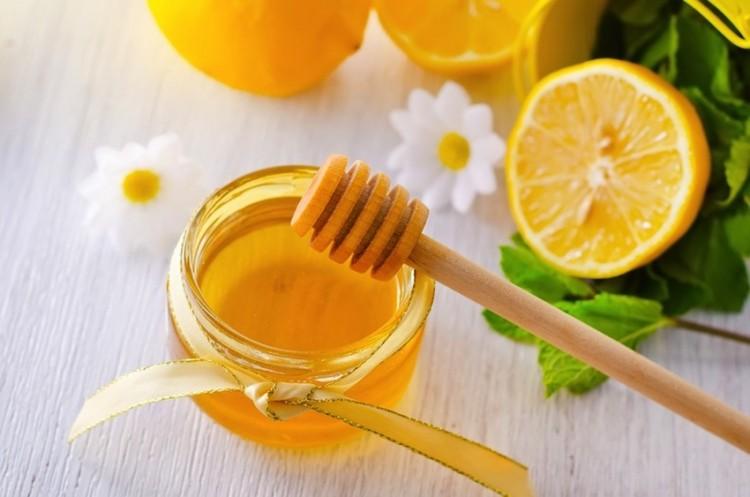 Mặt nạ trị tàn nhang hiệu quả bằng mật ong và chanh tươi