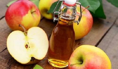 cách trị mụn bằng táo