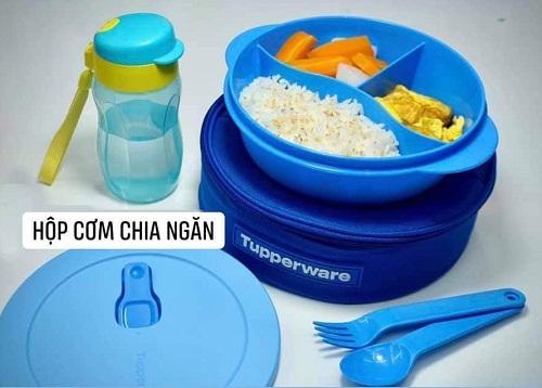 tupperware crystalwave lunch set được chia ngăn tiện lợi khi sử dụng