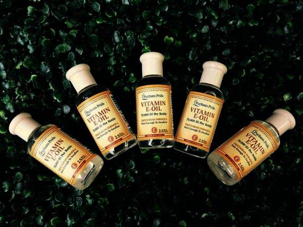 Có thể dùng vitamin e oil 70000 iu để đắp mặt nạ, ủ tóc hoặc bôi lên da đều được