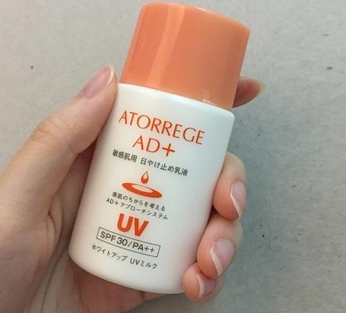 Sữa chống nắng dưỡng ẩm Atorrege AD+ White Up UV Milk 35ml Nhật Bản