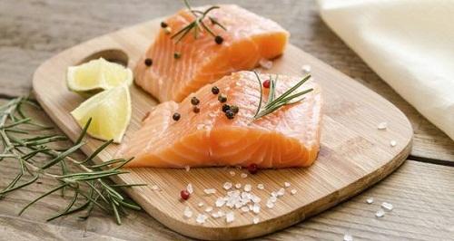 Cá hồi cung cấp cho cơ thể hàm lượng collagen cao