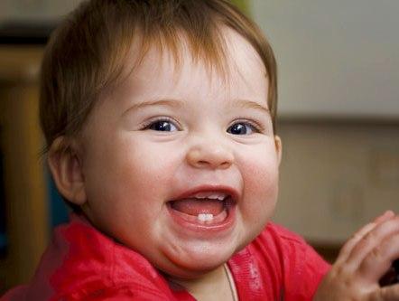 cách phòng bé bị sốt khi mọc răng lúc bé 100 ngày tuổi