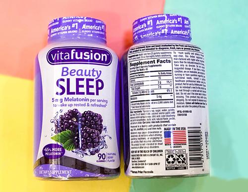mặt trước và sau hộp Vitafusion Beauty Sleep Gummies